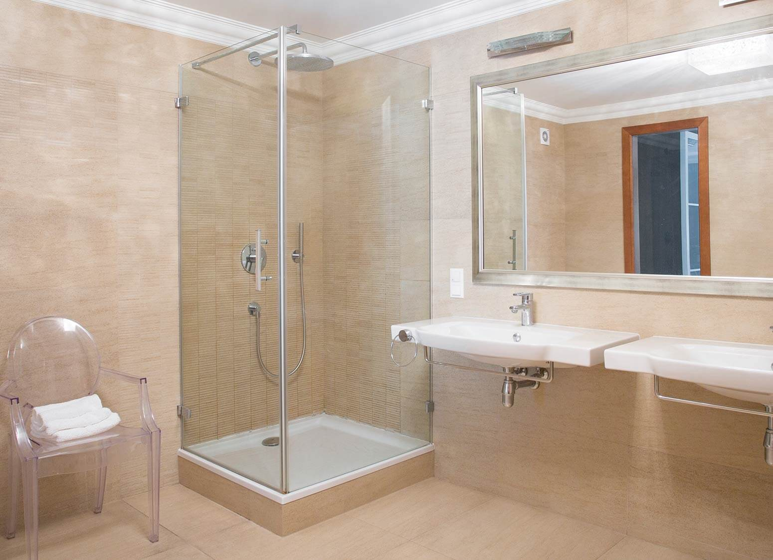 Showers scunthorpe electric showers scunthorpe power for Quality bathrooms